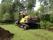 Grävmaskin EC 220 vid trädgårdsanläggning