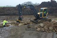 Den lilla grävmaskinen ECR 88 används bland annat vid arbete med husgrunder