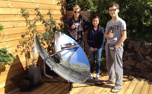 """Vår solgrill fick två """"Like"""" vid Linus, Mimmis and Hannes test - koka hallonsylt!"""