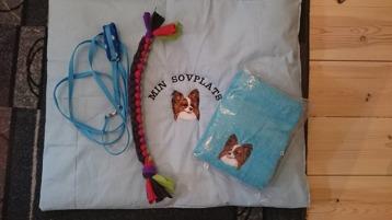Valpkit: Dyna, halsband med koppel, leksak, handduk Pris 360:- utan handduk 270:-