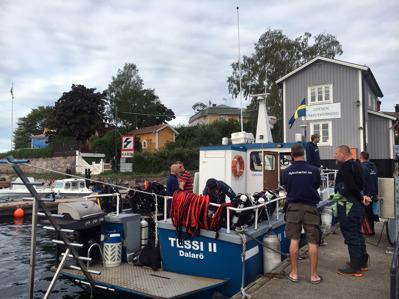 Vid bryggan i fiskehamnen på Dalarö