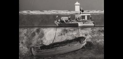 Foto: Björn Hedin / Sjöhistoriska museet. Ponton med utrustning, personal, dykare och Jutholmsvraket. Modellen utförd av Sven Erik Nord, SSHM 1975.