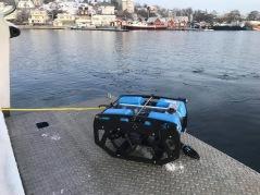 Sjösättning av ROV inför inspektion av föremål