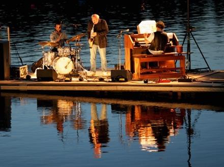 """Festivalen """"Musik på vattnet"""" tillsammans med trumslagaren Jon-Erik Björänge, Mölndal år 2008."""