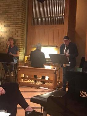 """Ulf Sarner framför Kurt Lindgrens  """"I Have a Dream"""" tillsammans med Lewin-Landgren Duo."""