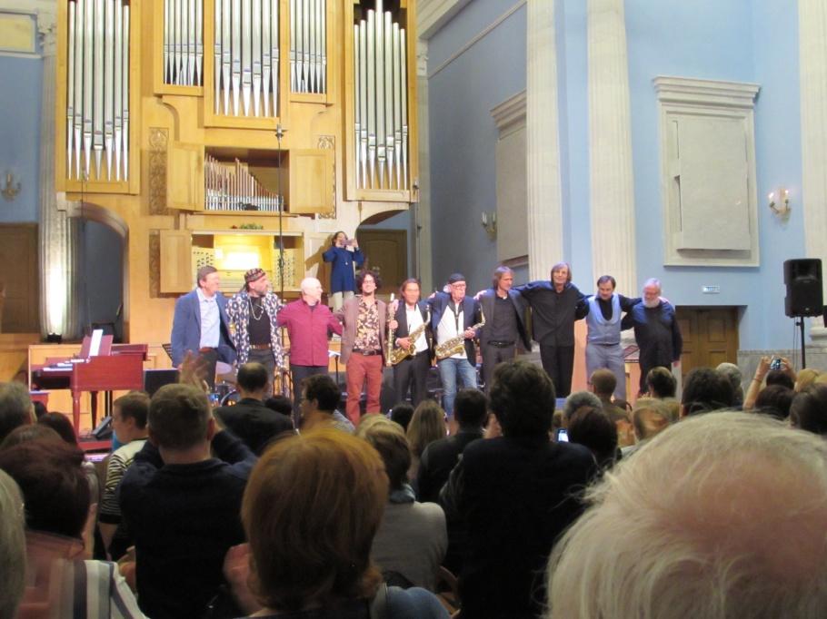 Galakonsert i Chelyabinsk den 28 september 2019. Artisterna på bilden är från Skottland, Israel, Tyskland, Ryssland samt Sverige. Deltagarna från Danmark finns tyvärr ej på bilden.
