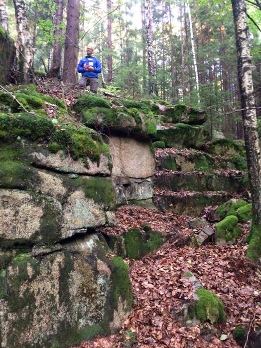 Del av löpsträckan, klättringen, Thomas står och inspekterar