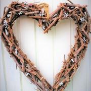 Stort hjärta i flätat trä
