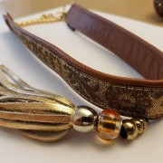 Skinnhalsband Mörkbrun - dekorband och tofs