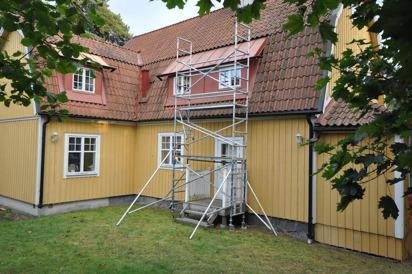 Smal byggställning = En plattform per våning/sektion