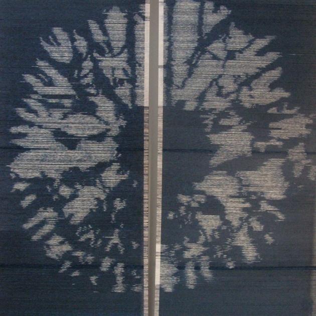 Cirkel (diptyk) mullbärspappers- och sidentrådar i skärmar, 240x220 cm (foto: Åsa Jonason)
