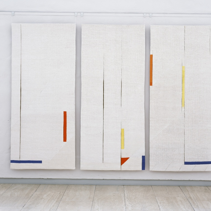 Ytspel (triptyk) gobelinväv/lin 250x300 cm (foto: Thomas Harrysson, Skövde Konsthall)