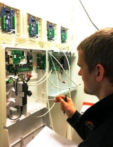 Larmtekniker till Umeå Västerbotten Installation av Larm Kameror och Passersystem Securitas Direct Umeå Västerbottens Säkerhetscenter AB Verisure Företag Axema Axis
