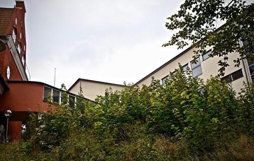 Gången mellan den gamla och den nya byggnaden