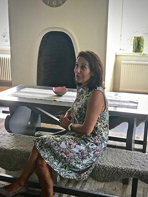 Rektor Maria Olsson Aase i personalrummet