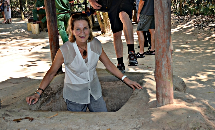 Jag bkliver upp ur tunneln där vietnameserna gömde sig. Utanför Saigon