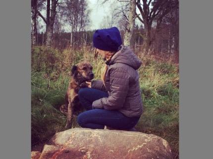 Samantha och hunden Manne Foto Jimmy Danielsson