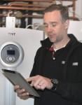 Servicetekniker installerar EasyServ