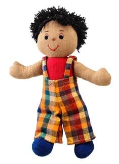 Mjuk docka, ljusbrun pojke med svart hår, fairtrade -