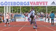 Det blev två fantastiska nya banrekord i GöteborgsVarvet 2016. Richard Mengich, Kenya, blev förste löpare under 60 minuter och kunde kvittera ut superbonusen på 10 000 Euro.  - Elitlöparna höll världsklass och de levererade verkligen, Mengich fullständigt krossade banrekordet. Hans tid, 59,35, på den förhållandevis tuffa banan är bland det bästa som någonsin presterats på sträckan. falkenbergsbild.se fångade löparna,folkfesten och mångfalden.