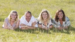 Familjefotografering på favoritplatsen, har du en särskild plats som bettyder det där lilla extra så skall du självklart ta dina bilder på den platsen - då är inte bara bilderna speciella utan även platsen.