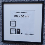 Svart träram, 30x30 cm, djup 1 cm, 60 kr