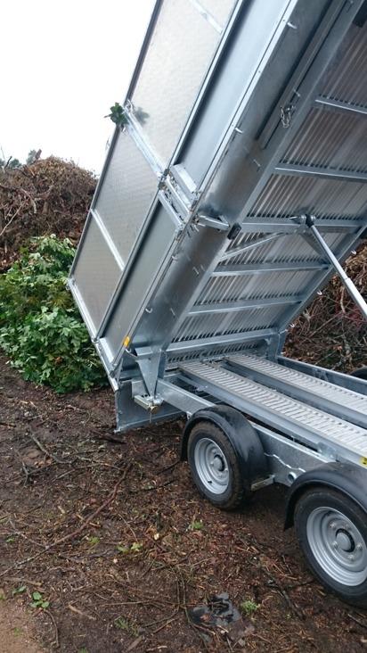 Vill du ha hjälp med transport av jord, ved och andra material i Halmstad, Falkenberg och Halland? Kontakta Kvibille stubbfräsnin