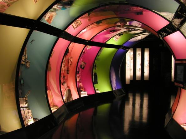 Syntolkning: Färgglad tunnel. Foto: regionmuseet kristianstad & skåne
