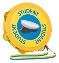 Student tamburin i gult med en studentmösssa mitt på tamburinen och ordet student skrivet 3 gånger runt studentmössan