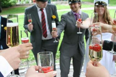 Champagneflaska öppnas på Champagnefrukosten