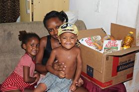 Utdeling av næringsrik mat til mor og barn