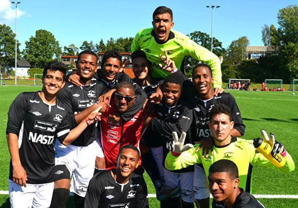From top left: Gleidson, Lucas, Luquinhas, Robson, Gleiciano, Freixo, Boca, Yan, Rodolfo, Douglas & Gleison