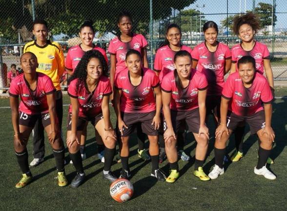 Jentelaget til Casas da Noruega biter godt fra seg i favelacupen