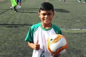 Edson er i dag en glad gutt Foto: Casas da Noruega