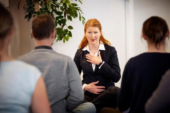 Lovisa Mellgren använder Yoga som verktyg i management och strategiuppdrag. Management Yoga. Från en artikel i GP i juni 2017. ProDigma AB