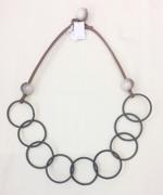 Halsband stålfjädrar och raisinkula