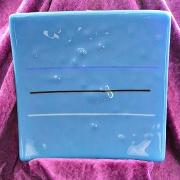 Glasfat i blått med ränder