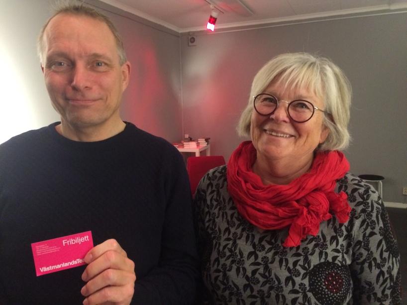 Tack vare samarbete med Västmanlands teater kunde vi lotta ut biljetter till föreställningen Den stora branden. Vinnare Mikael Vilbaste och Anita Hernelind.