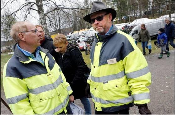 | Gullmar Frisk och utställningsansvarig Ulf Gustafsson