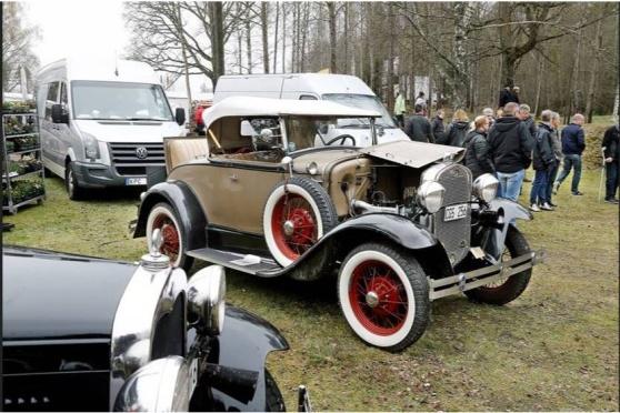 Veteranbilar beundrades av marknadspubliken. Här en Ford Modell A, Roadster De Luxe 1931.