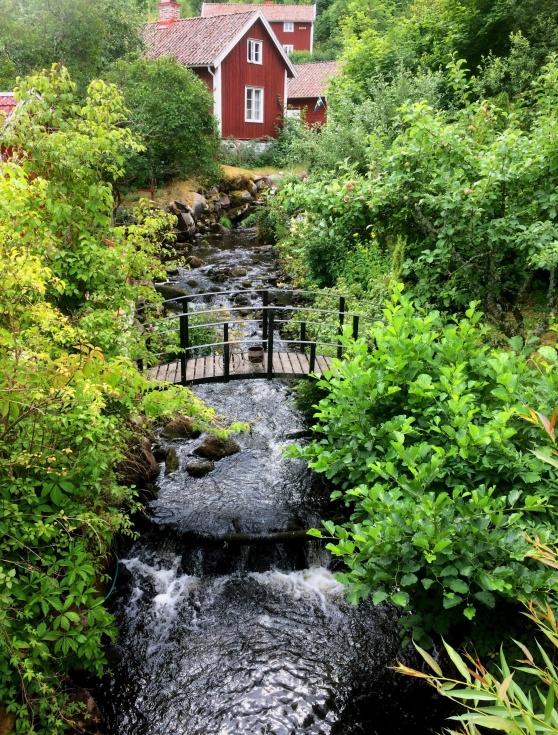 Röttle by är en kvarnby från medeltiden och ligger i Västanå naturreservat