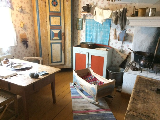 Interiör från kök i nybyggarhem på 30-talet, Silvermuseet