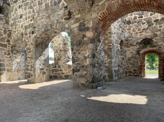 Av de sju stenkyrkor som fanns härunder Medeltiden finns tre ruiner bevarade. St. Per, St. Lars och St. Olof. St. Per är under renovering men i St. Olof, som också är den största av dem, hålls gudstjänster då och då och här kan du gifta dig om du vill.