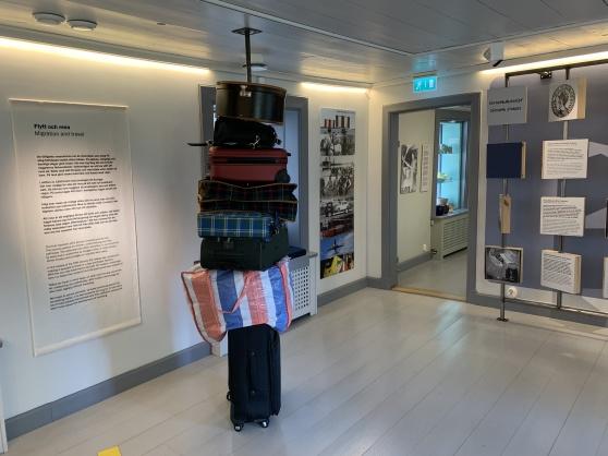 """Utställningsrummet """"Flytt och resa"""", berättar om människorna som kommit hit under olika tider och om hur de har färdats."""