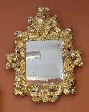 Träskuren Barockspegel förgylld helt i polerat guld