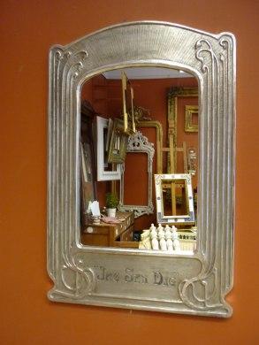Jugentspegel i matt och polerat silver