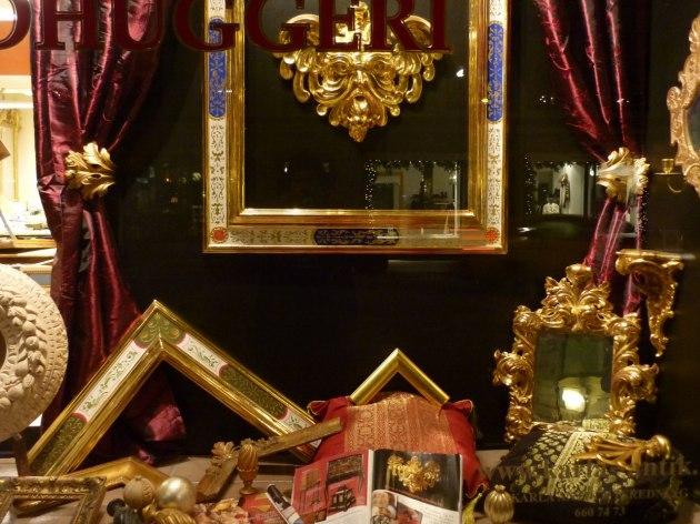 Guldramar, målade ramar, förgyllda speglar, träbildhuggeri, förgyllning, gardinstänger och knoppar mm.