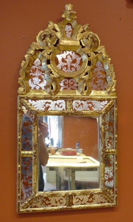 Spegel, förgylld i polerat guld. Barockmodell