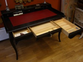 Skrivbordslådor i oljad furu med fack