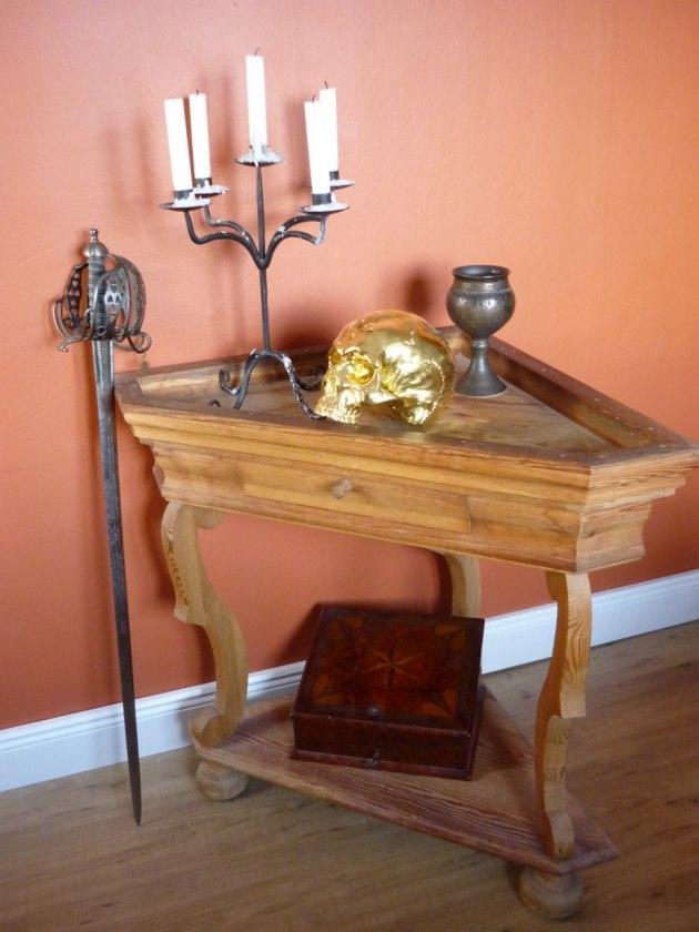 Nytillverkat bord efter antik förlaga, senbarock.